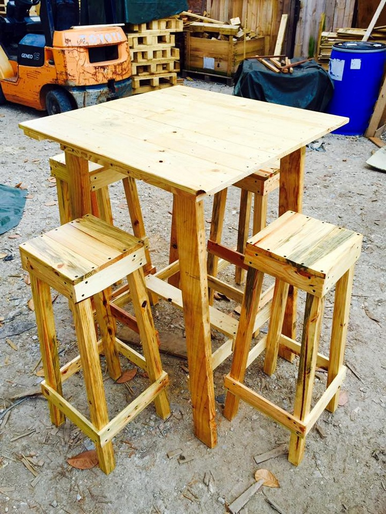 Wood Pallet Party Furniture Set