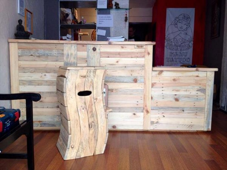 Cool and easy shipping wood pallet projects recycled things for Making things with wooden pallets