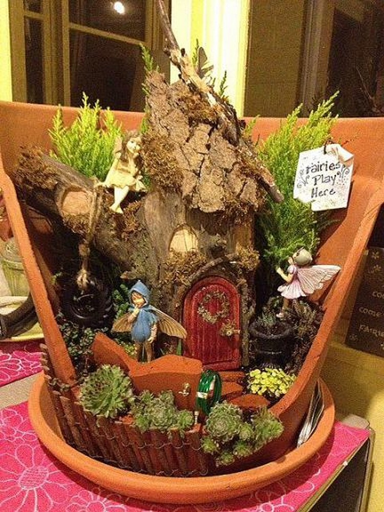 Broken pots turned into brilliant fairy garden ideas for Things used for gardening