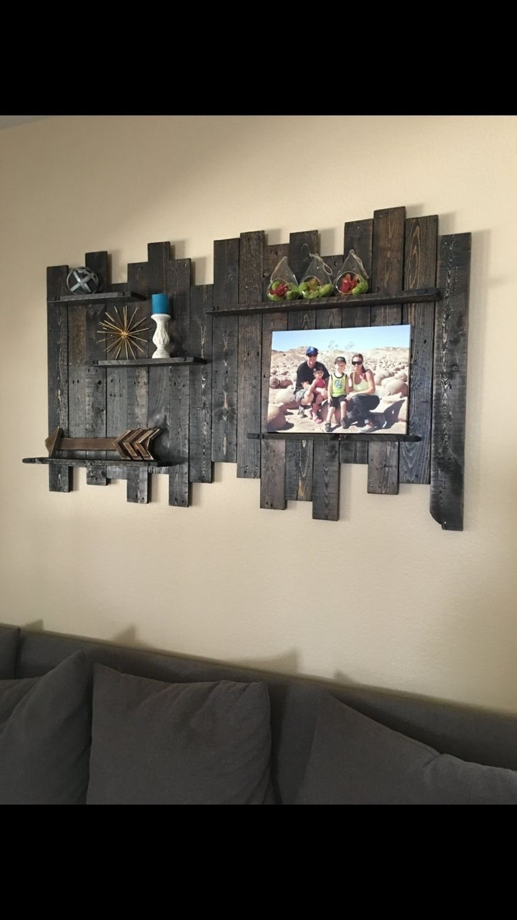 Things to make with old wooden pallets recycled things for Wood bathroom wall decor