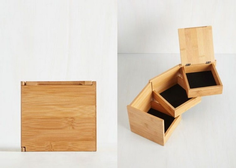 This space-saving jewelry box