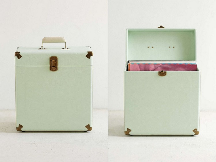 Vintage-inspired vinyl carrier