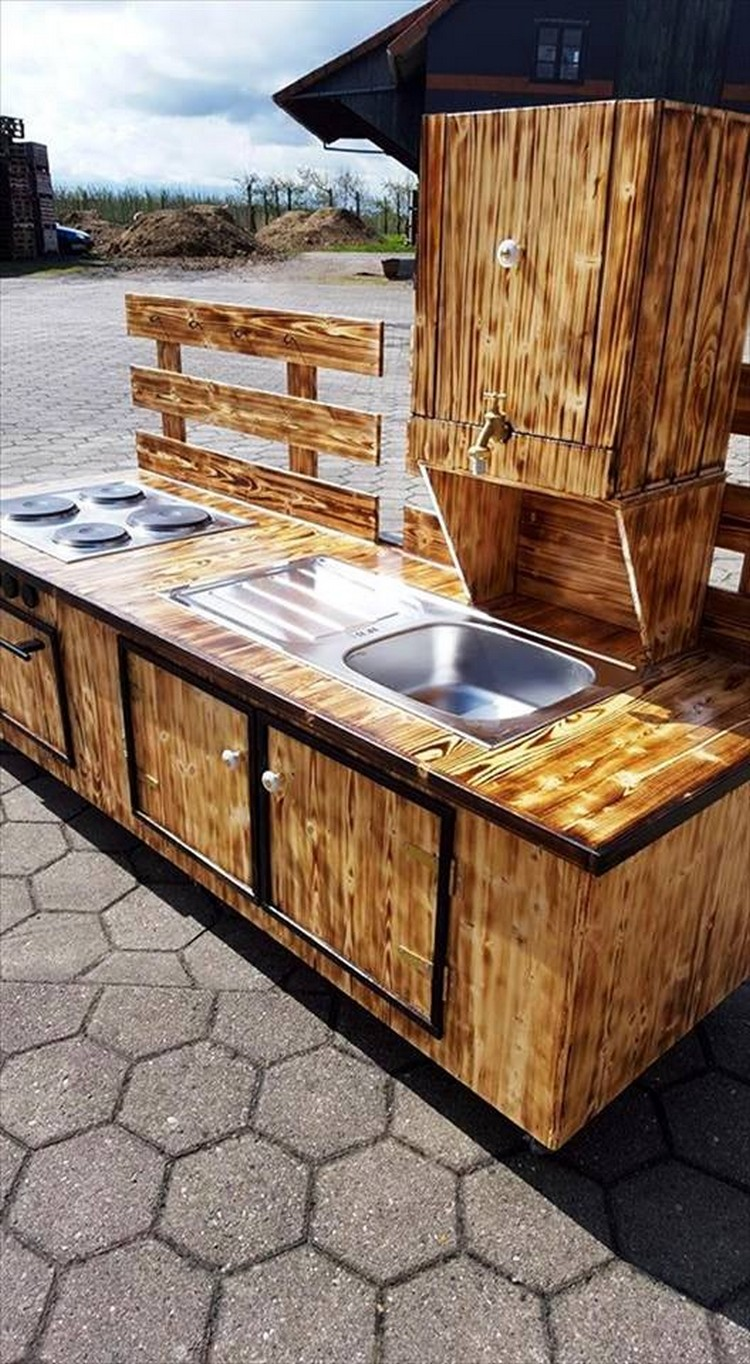 Wood Pallet Outdoor Kitchen