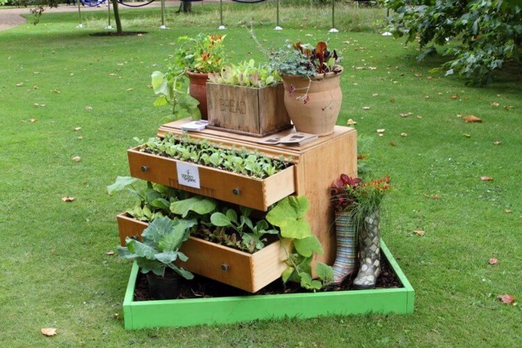 Garden Decor Idea with Used Furniture