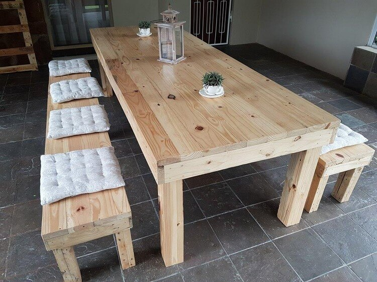 Pallet Dining Table with Stools