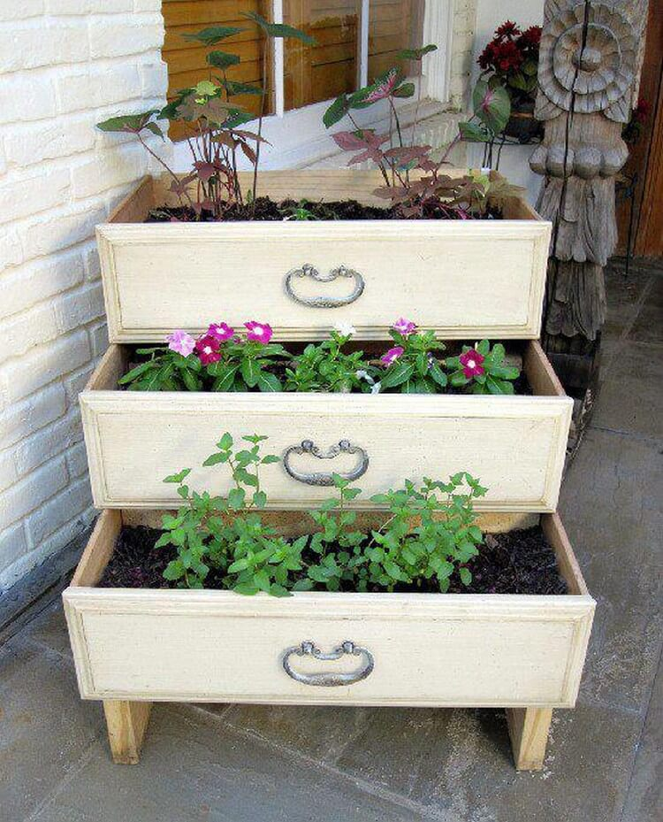 Recycled Drawers Garden Planter Idea