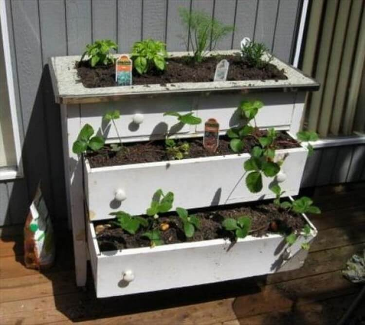 Repurposed Dresser Drawers into Garden Planter