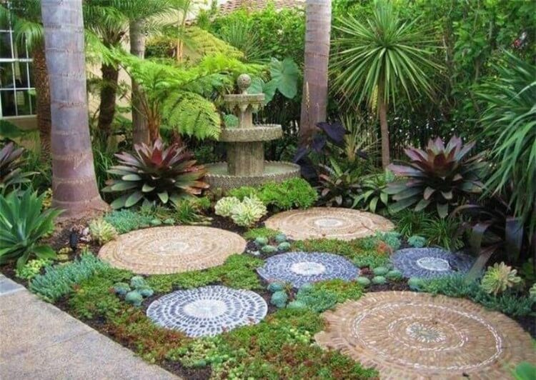 Fast and fabulous garden decorating ideas recycled things for Outdoor decorating with rocks