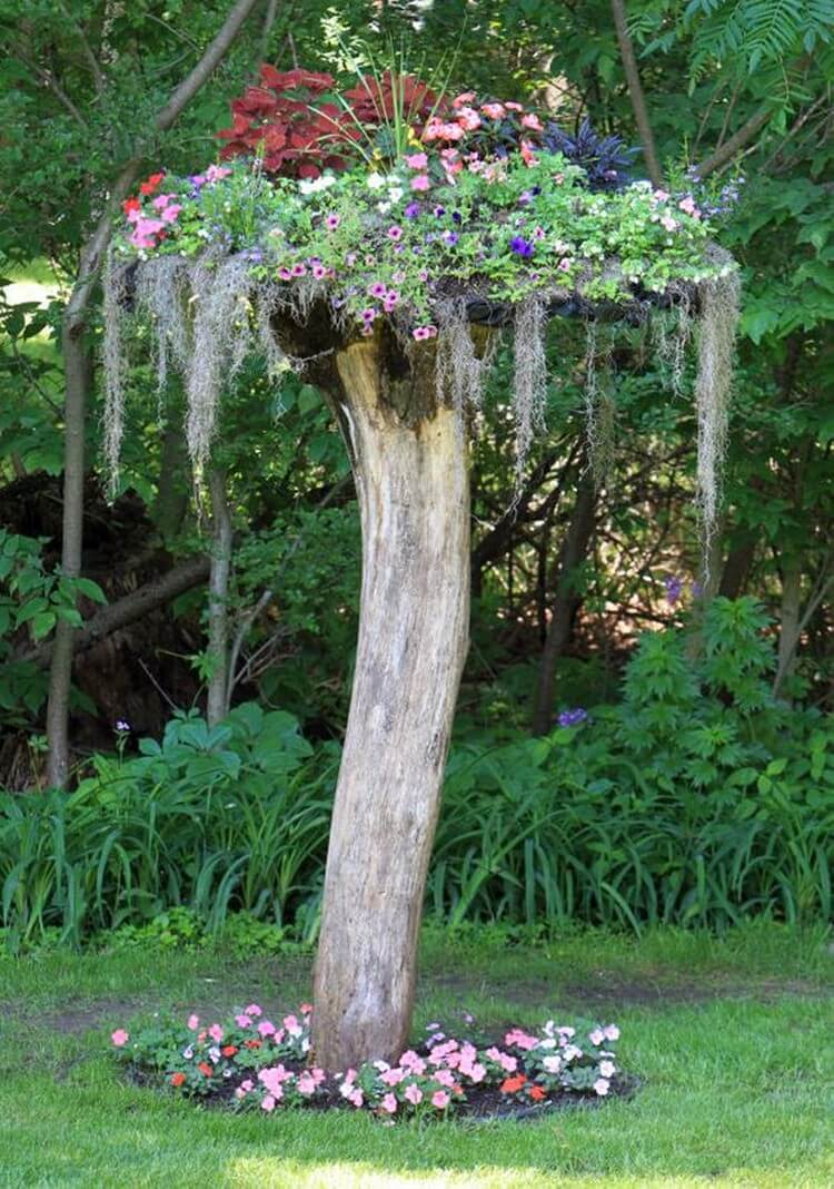 Diy garden art ideas to enjoy this summer recycled things for Tall tree stump ideas