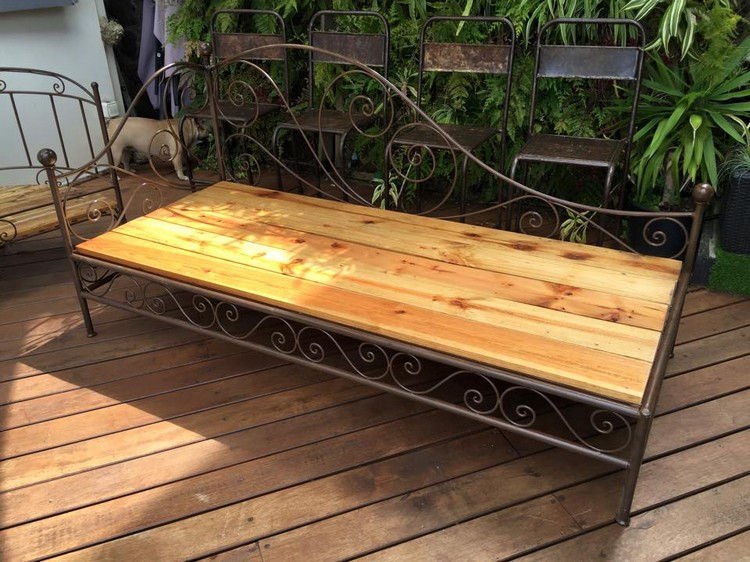 Wood Pallet Outdoor Seat
