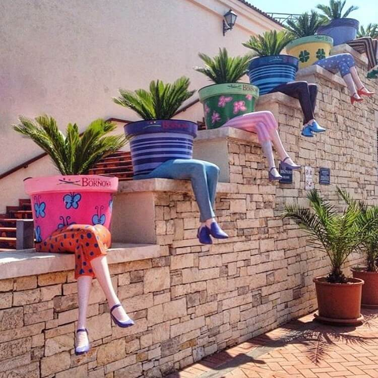 Easy And Cheap DIY Garden Art Projects To Dress Up Your