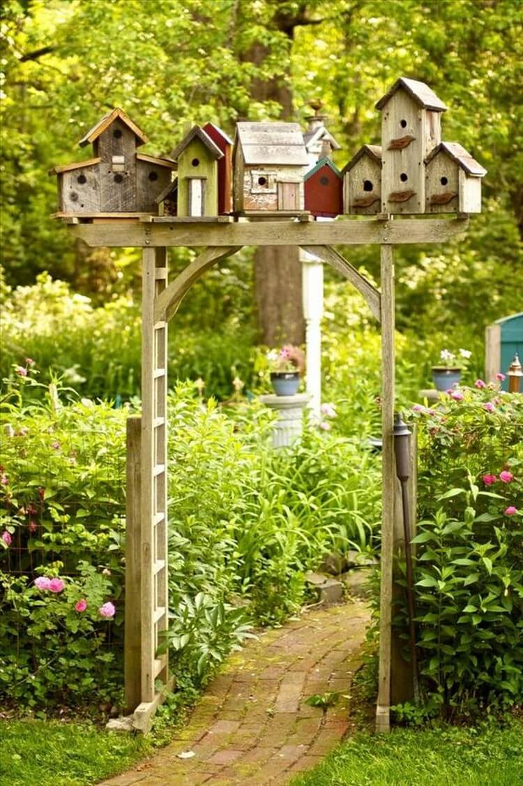 Diy bird house projects that will attract them to your for Types of birdhouses