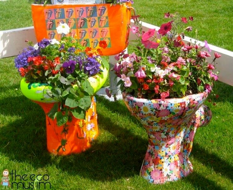 Easy and cheap diy garden art projects to dress up your for Garden decorations from recycled materials