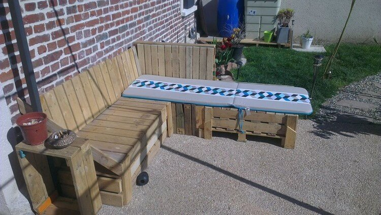 Wood Pallet Garden Couch and Side Table