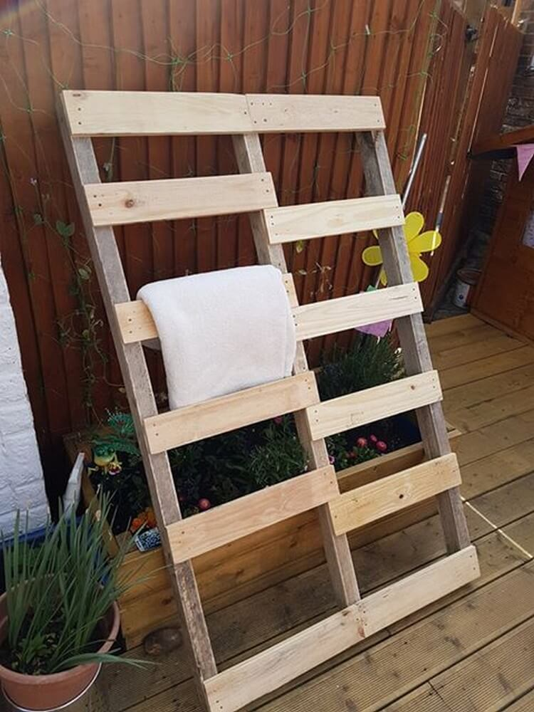 Pallet Blanket Ladder