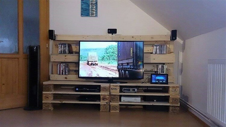 Pallet Media Center TV Stand