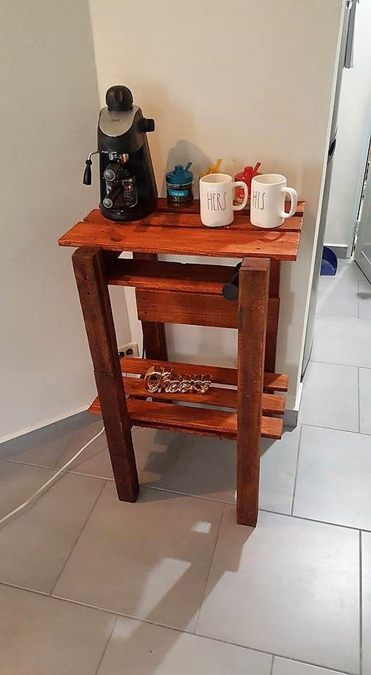 Pallet End Table for Kitchen