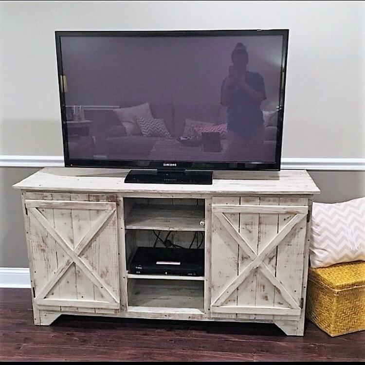 Pallet Media Table - Cabinet