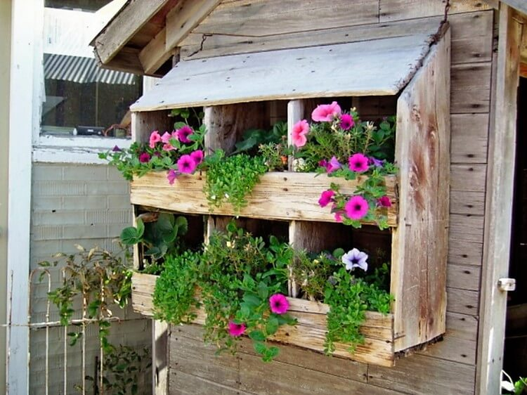 Recycled Items Vertical Garden