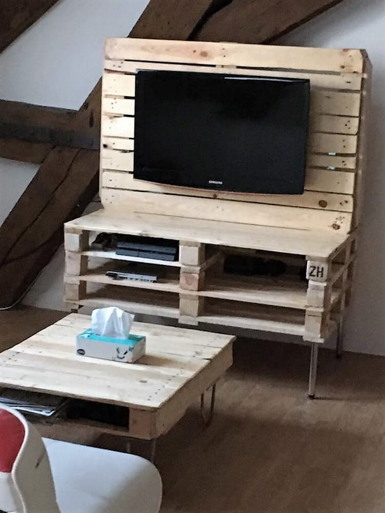 Recycled Pallet Media Table and Coffee Table