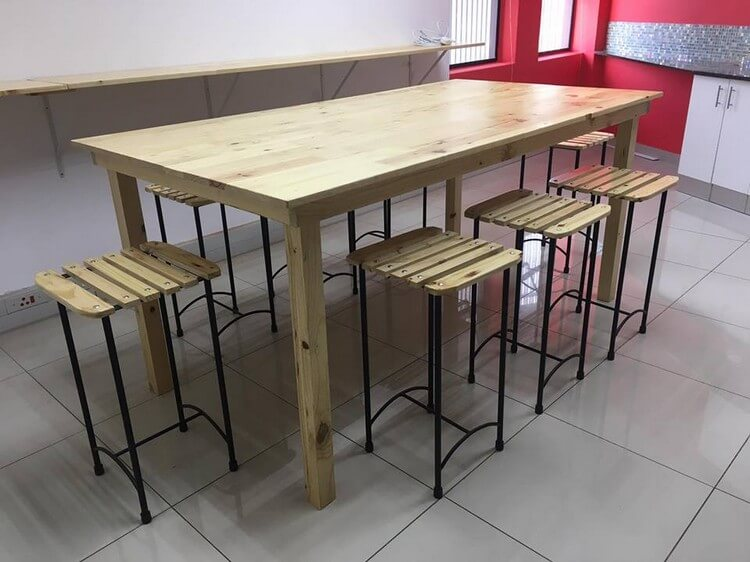 Pallet Dining Table and Stools