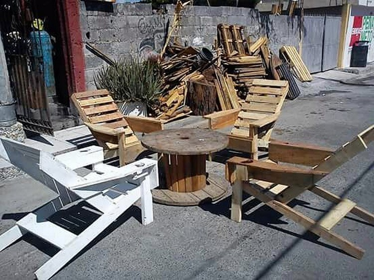 Pallet Patio Adirondack Chairs and Round Table Furniture Set