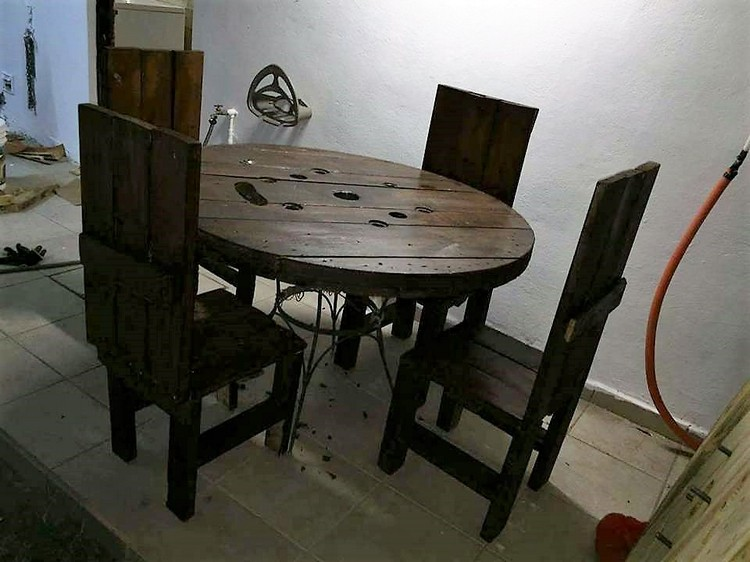 Pallet Round Table and Chairs Furniture Set