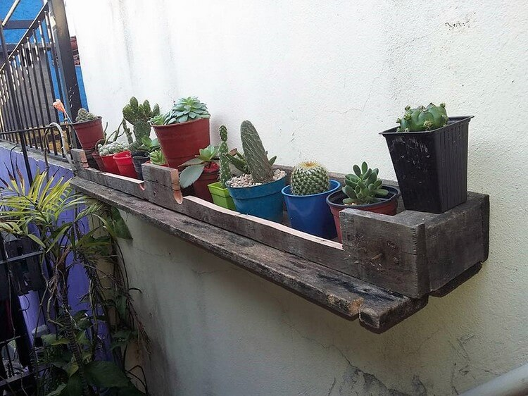 Recycled Pallet Planter Shelf