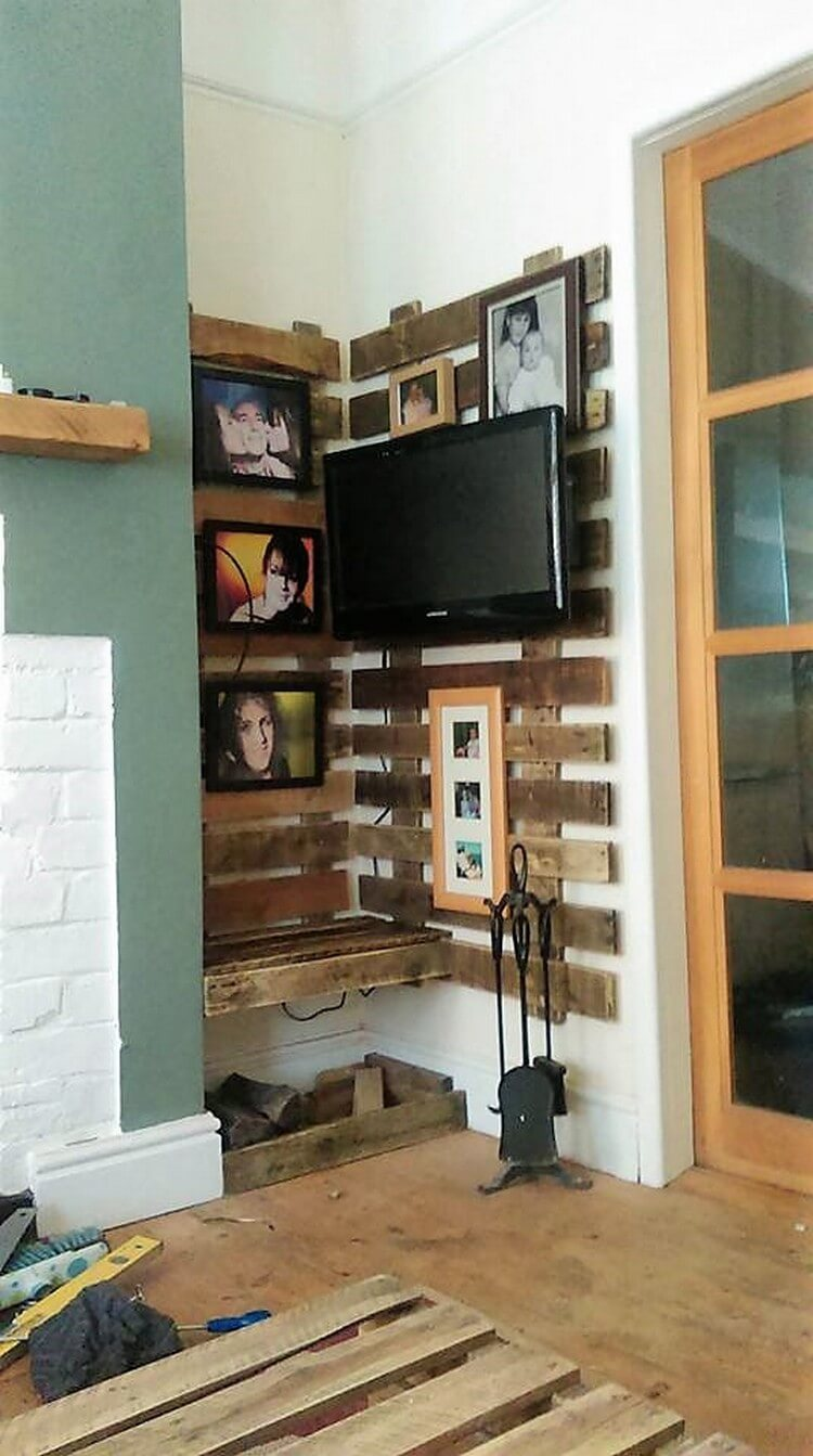 Pallet Corner Wall LED Holder