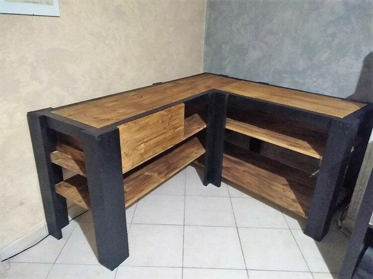Pallet Corner Media Table