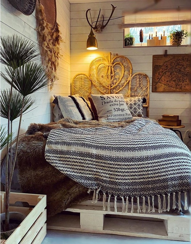 Bohemian Style Beautiful Bedroom Design (19)
